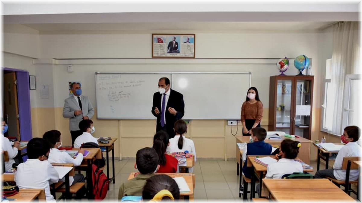 İl Milli Eğitim Müdür Gün, okullarda incelemede bulundu