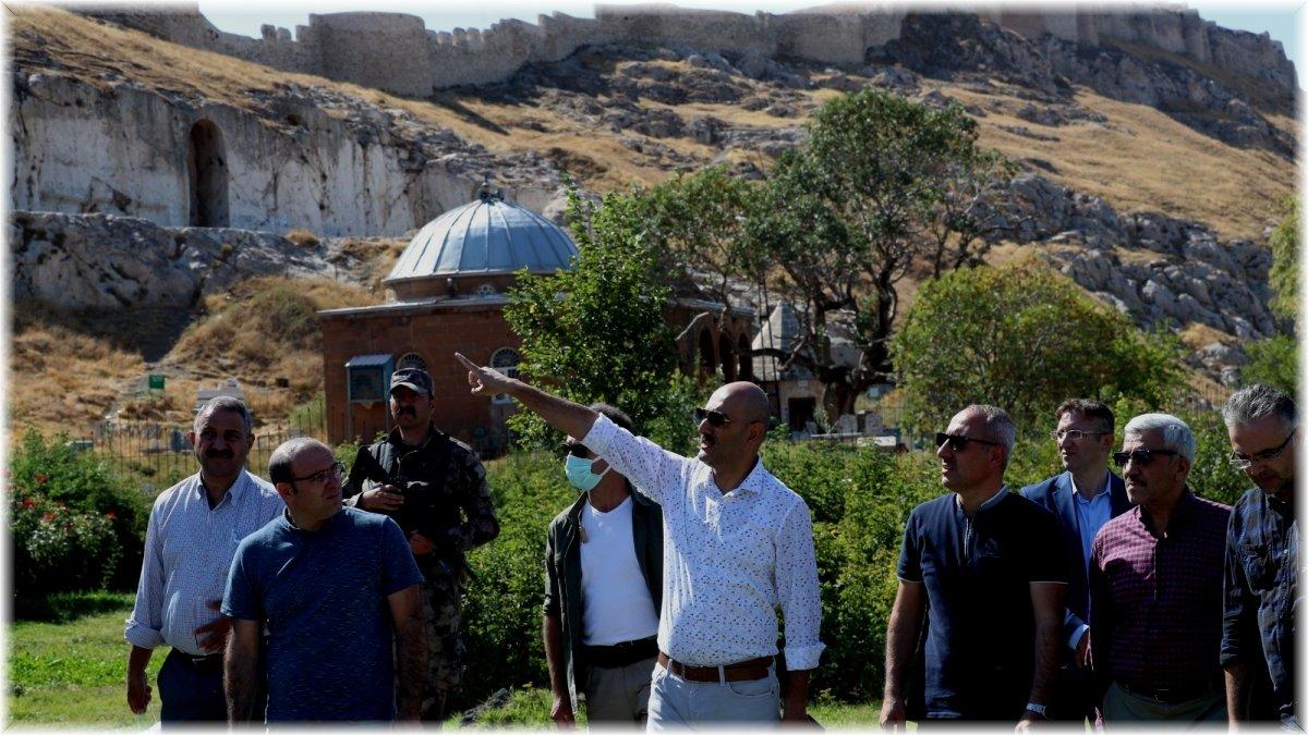 İpekyolu Kaymakamı ve Belediye Başkan Vekili Aydın; kentteki incelemelerini sürdürüyor