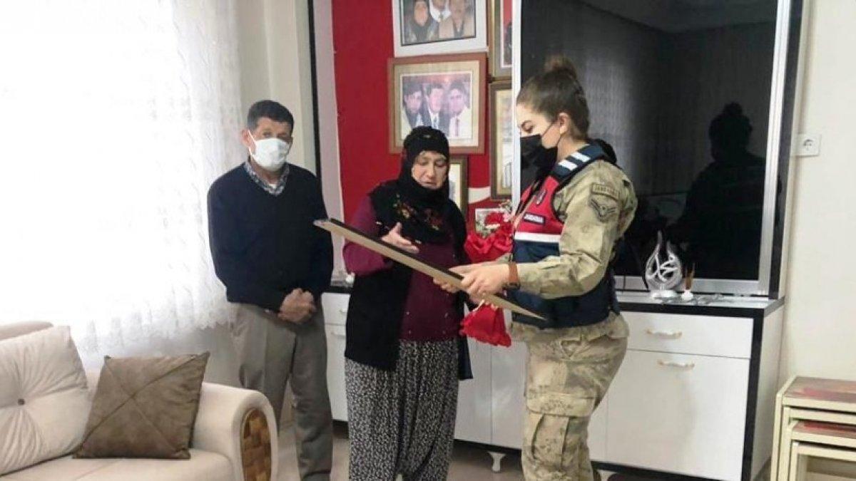 Jandarma, şehit annelerini kadınlar gününde de unutmadı
