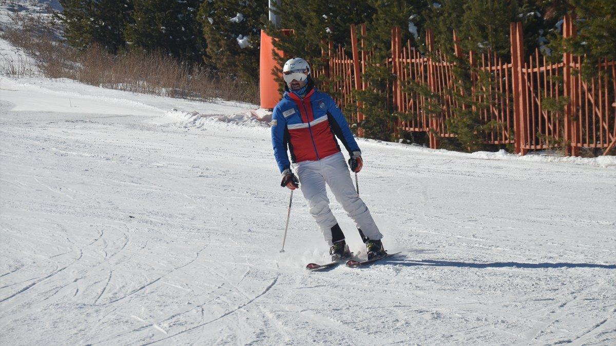 Kar kalınlığının 35 santimetreye ulaştığı Cıbıltepe'de kayak keyfi başladı