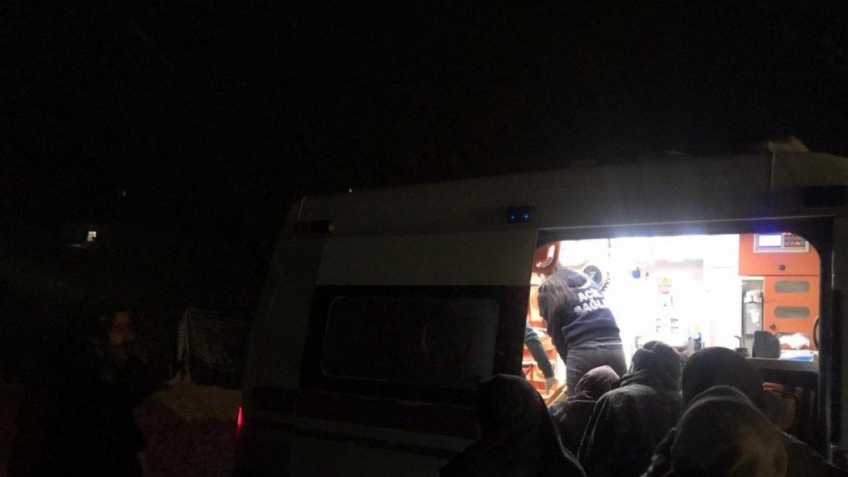 Kar ve tipiden yolu kapanan köydeki hasta 6 saat süren yol açma çalışmaları sonucu hastaneye kaldırıldı