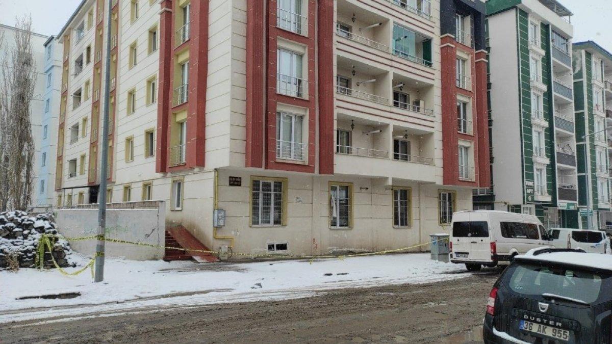 Kars'ta yangın çıkan bina geçici olarak kapatıldı