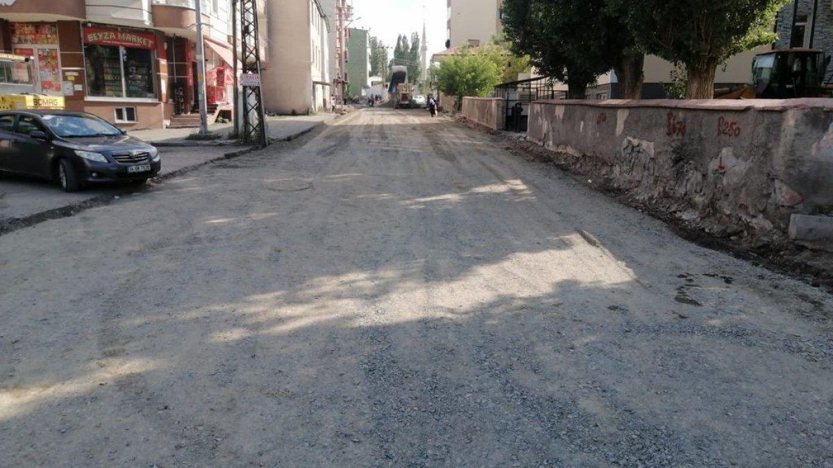 Kars'ta yol ve alt yapı çalışmaları sürüyor
