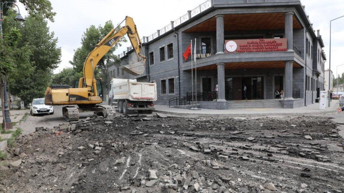 Kars'ta yol yapım çalışmaları sürüyor