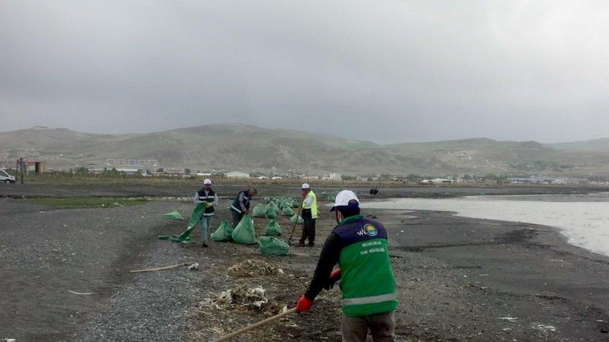 Kirman Deresi ve Fidanlık sahili temizlendi