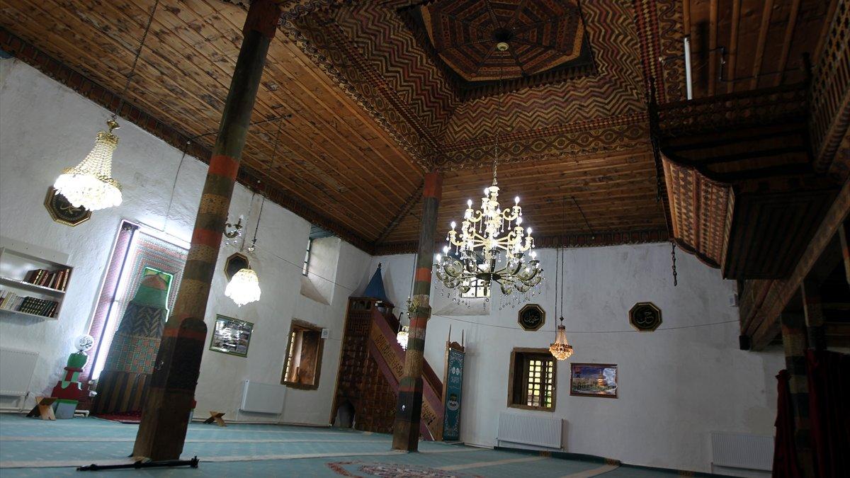 """Kültür ve medeniyet şehrinin """"çivisiz cami""""si asırlardır ihtişamını koruyor"""