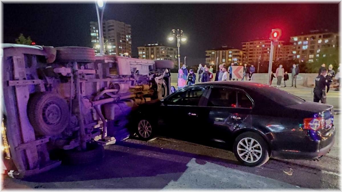 Malatya'da ambulans ile otomobil çarpıştı: 4 yaralı