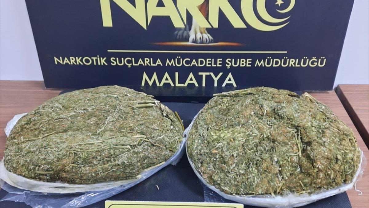 Malatya'da yolcu otobüsünde 2,5 kilogram esrar ele geçirildi