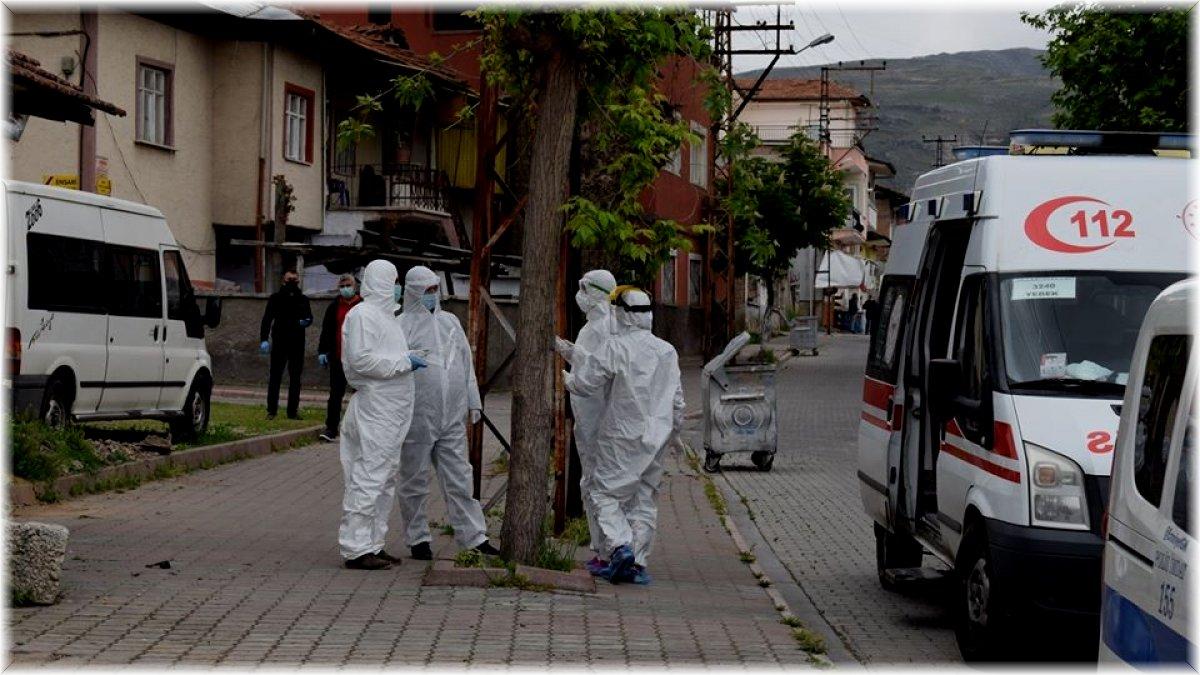 Malatya'da anne oğul 2 saat arayla koronadan öldü