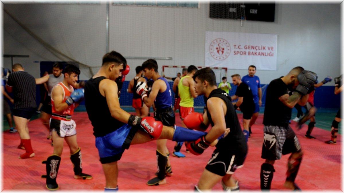 Muay Thai Milli Takım kampı Tatvan'da devam ediyor