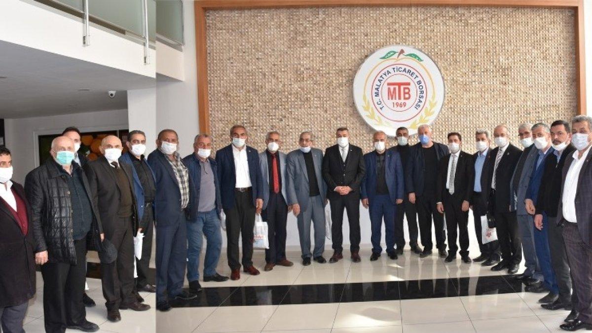 Muhtarlardan MTB Başkanı Özcan'a teşekkür plaketi