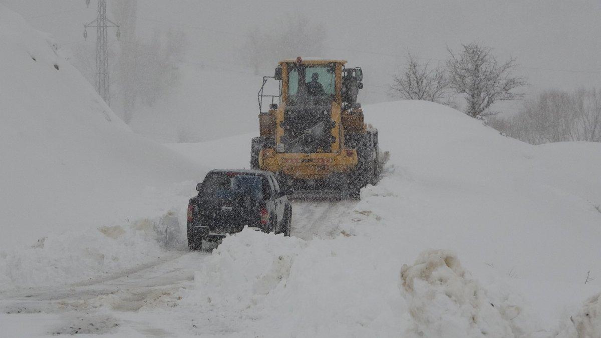 Muş'ta 159 köy yolu ulaşıma kapandı