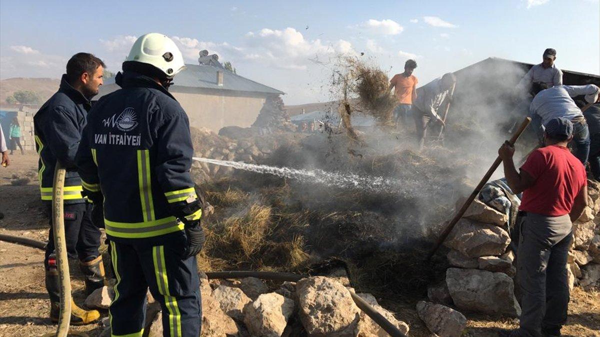 Özalp'ta samanlık yangını