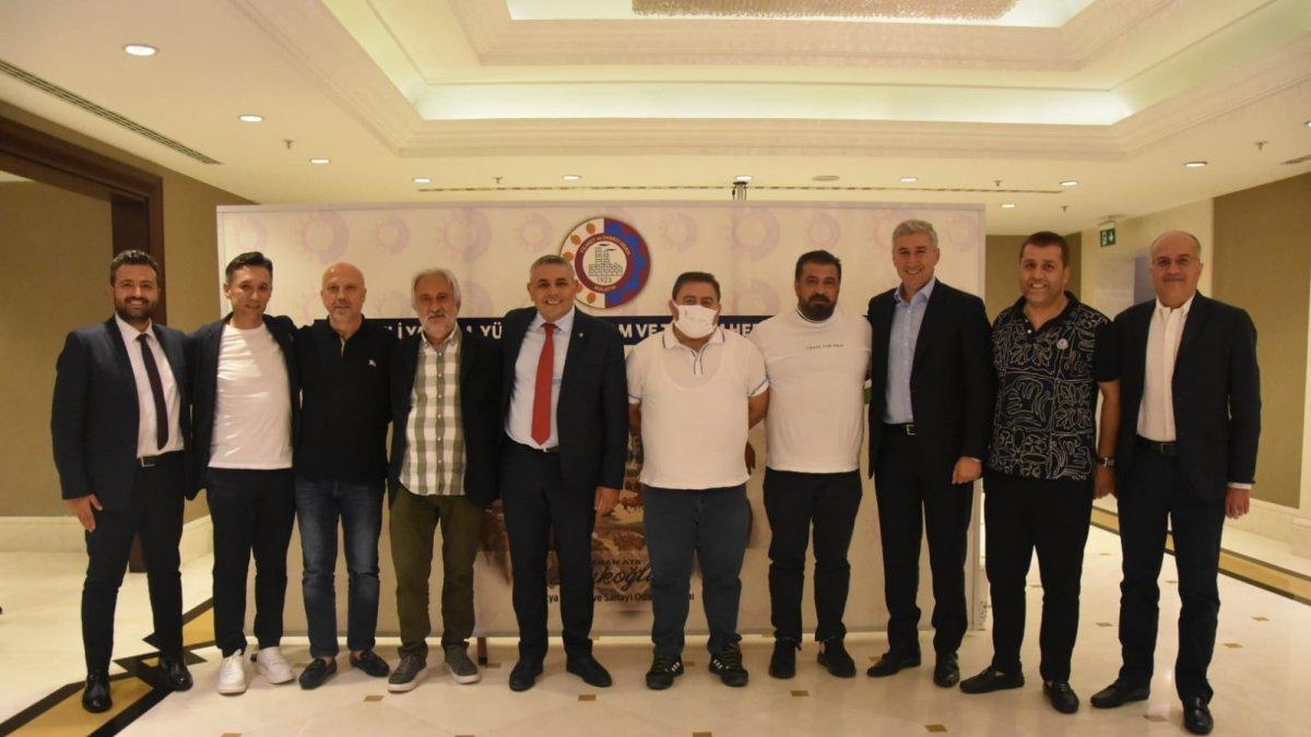 Sadıkoğlu, İstanbul'da Malatyalı iş insanlarıyla bir araya geldi