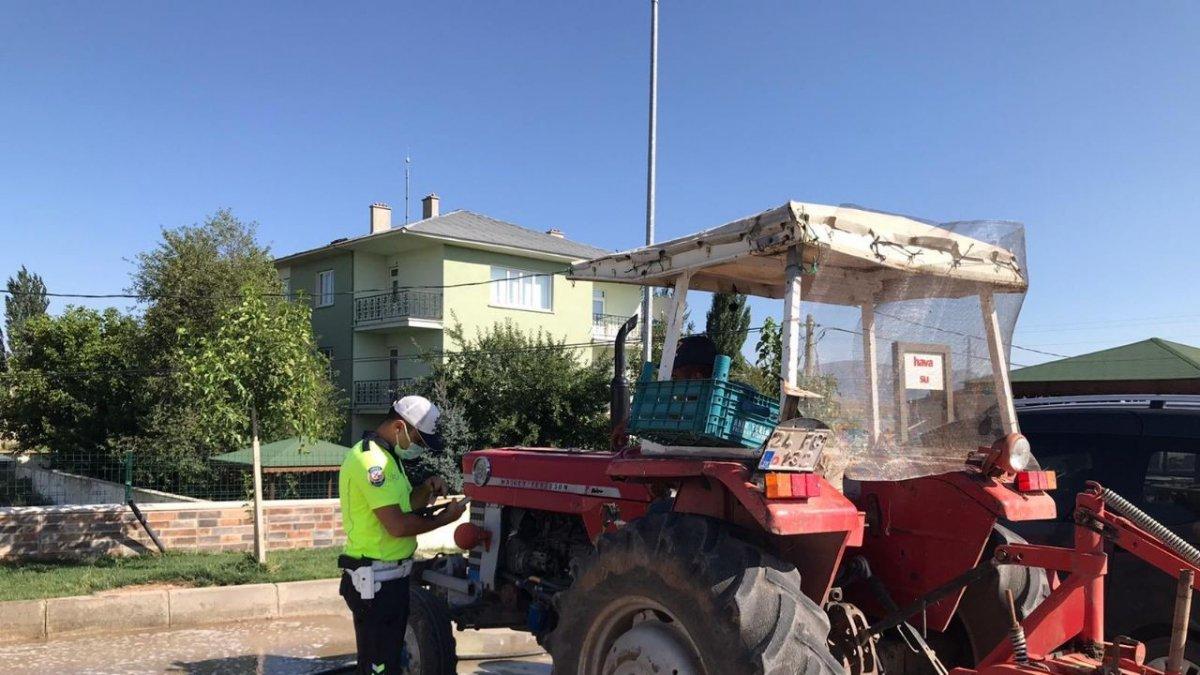 Tercan'da trafiğe çıkan tarım araçlarına yönelik denetimler artırıldı