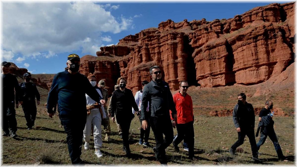 Turistlerin yeni gözdesi Narman Peri Bacaları