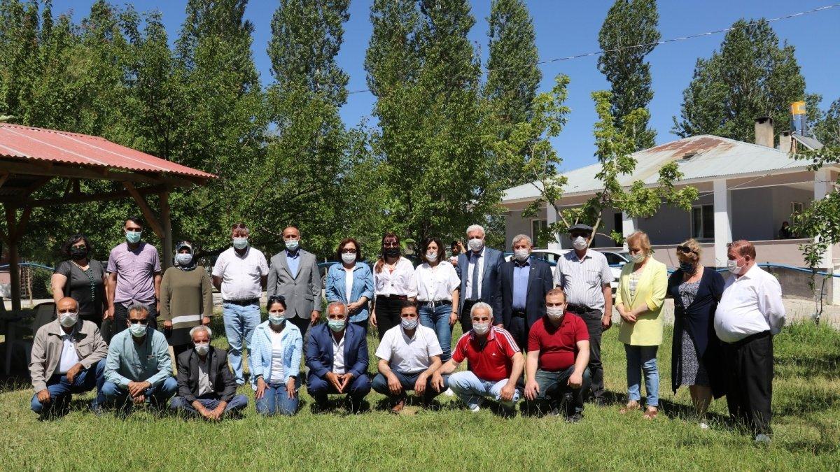Türkiye'nin farklı illerinden gelen muhtarlar Van'da ağırlandı