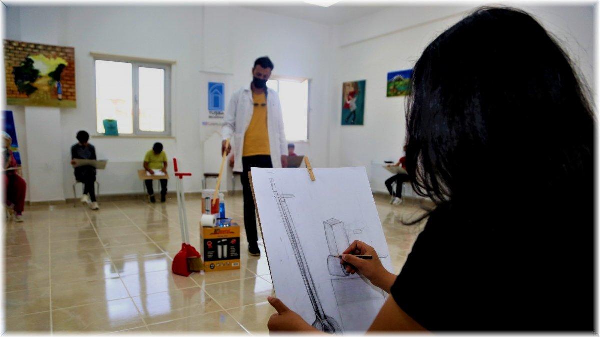 Tuşba Belediyesi'nden çocuk ve gençlere yönelik resim kursu
