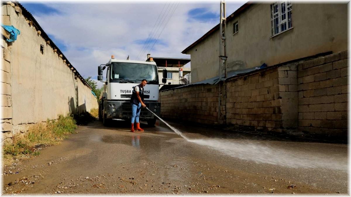 Tuşba'daki su taşkınlarının izleri siliniyor