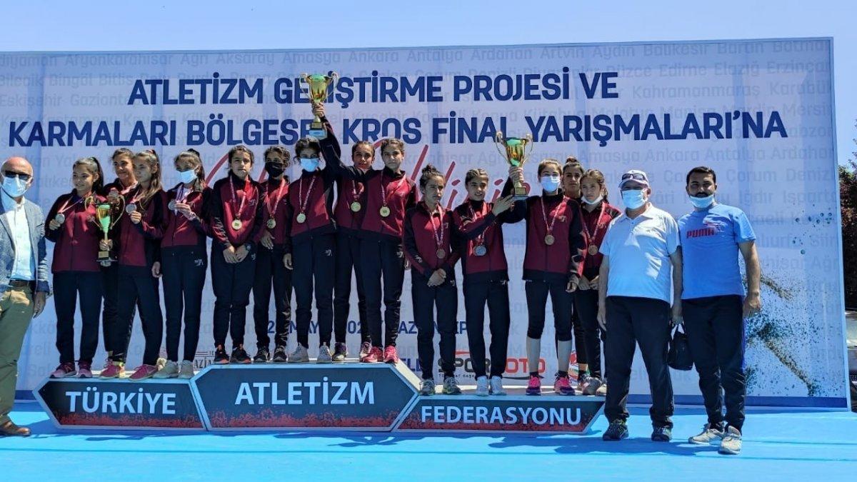 Van Büyükşehir Belediyesi Atletizm Takımı Türkiye şampiyonu oldu