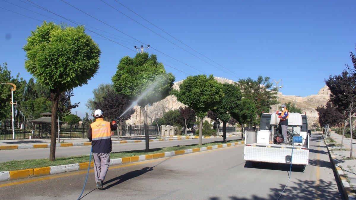 Van Büyükşehir Belediyesinden ilaçlama çalışmaları