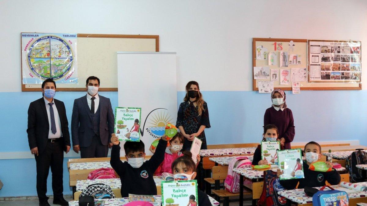 Van Büyükşehir Belediyesinden öğrencilere tarım eğitimi