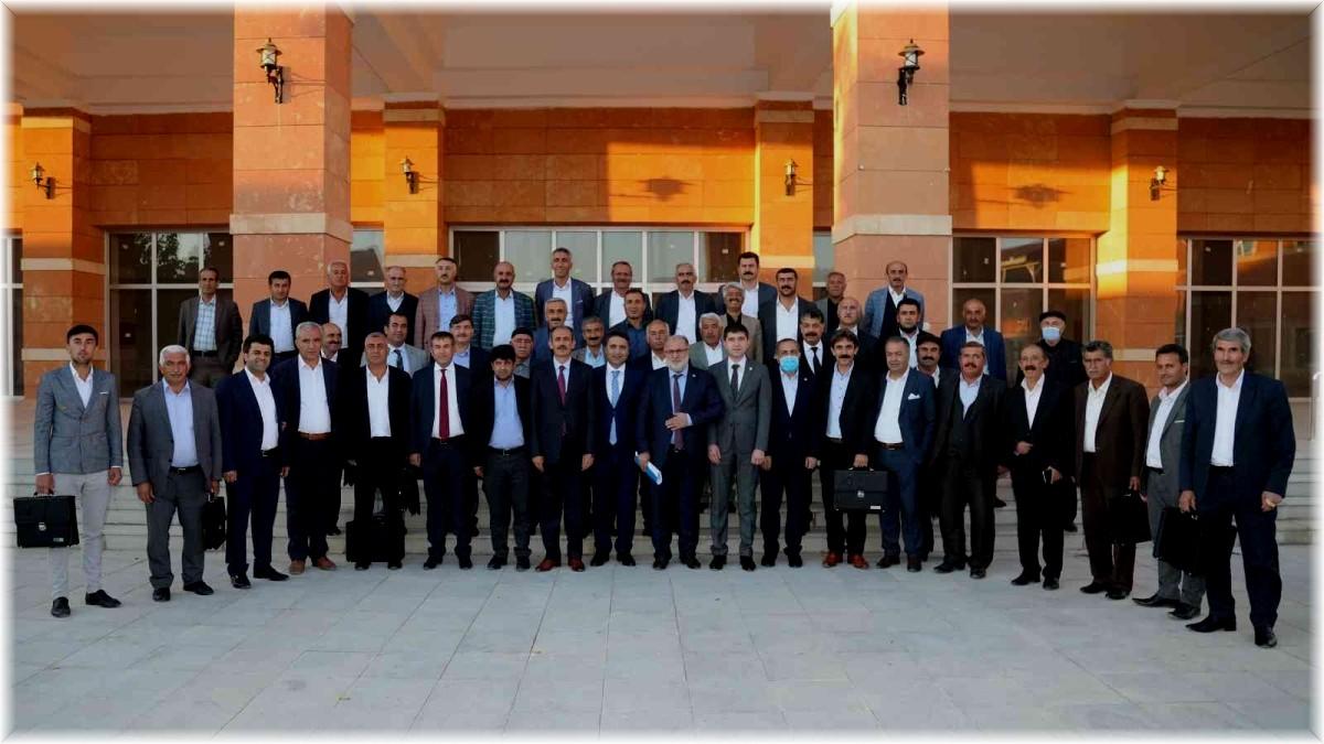 Van Büyükşehir Belediyesinin muhtarlarla buluşma toplantıları devam ediyor