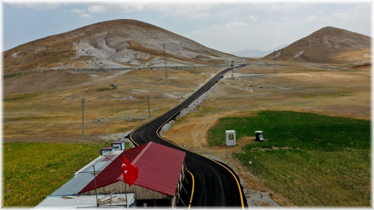 Van Büyükşehir Çaldıran kayak merkezinin yolunu asfaltladı