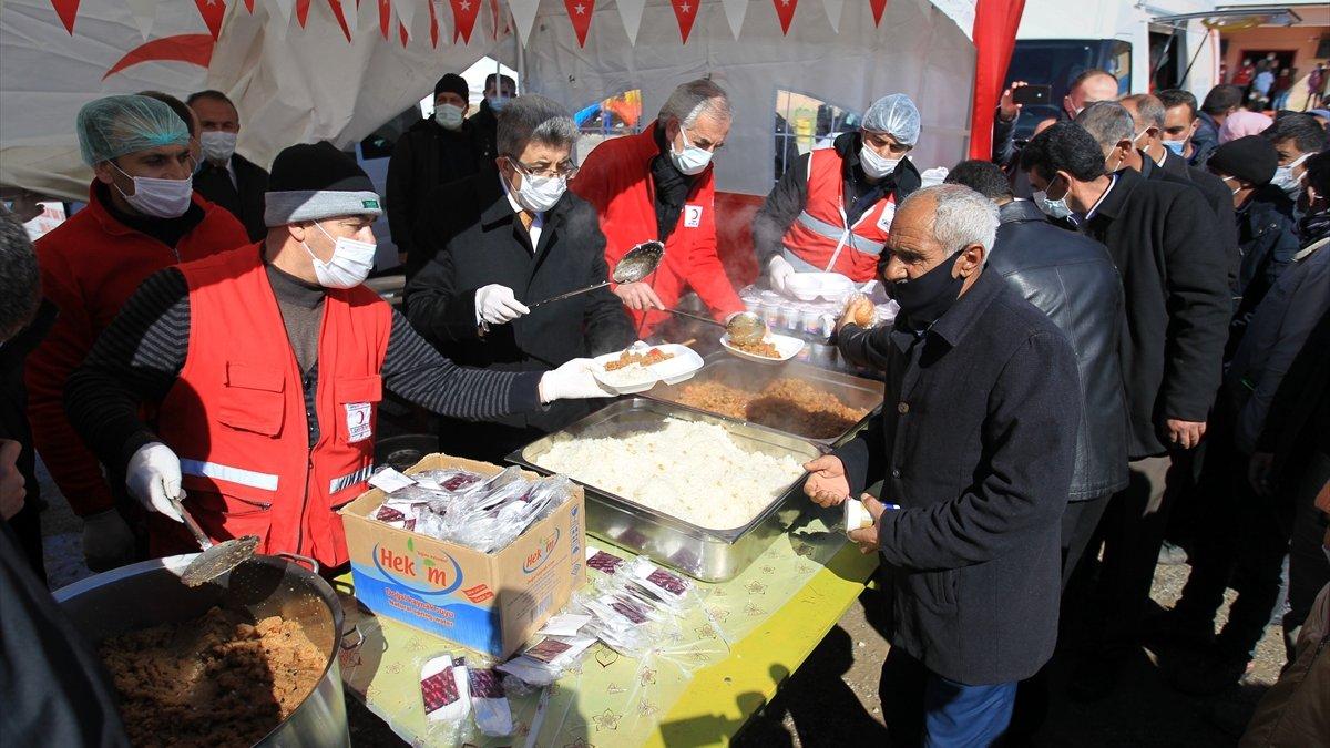 Van'da, İran merkezli depremde hayatını kaybedenler için anma programı düzenlendi