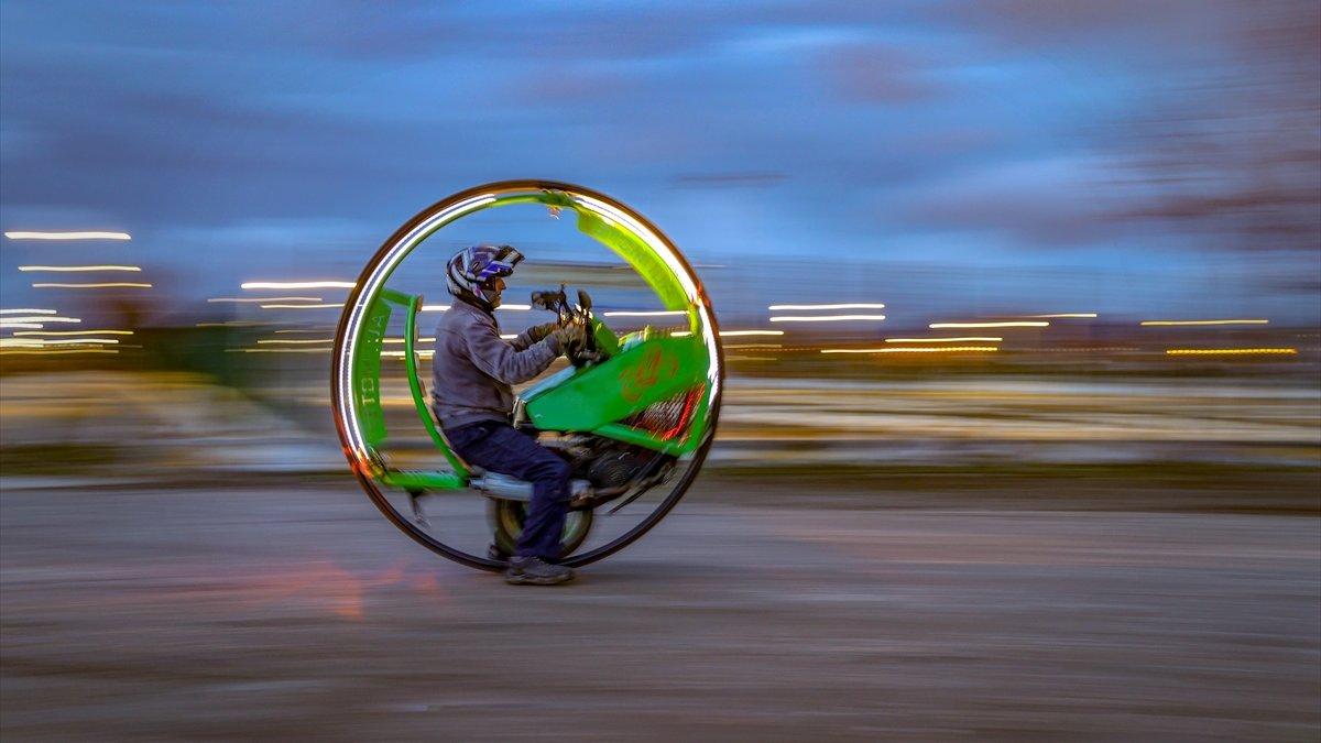 Van'da İranlı heykeltıraşın yaptığı tek tekerlekli motosiklet görenleri şaşırtıyor