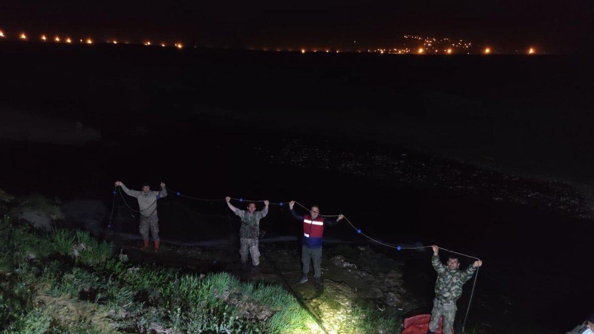 Van Gölü'nde kaçak avlanan 16 ton 200 kilo inci kefali ele geçirildi