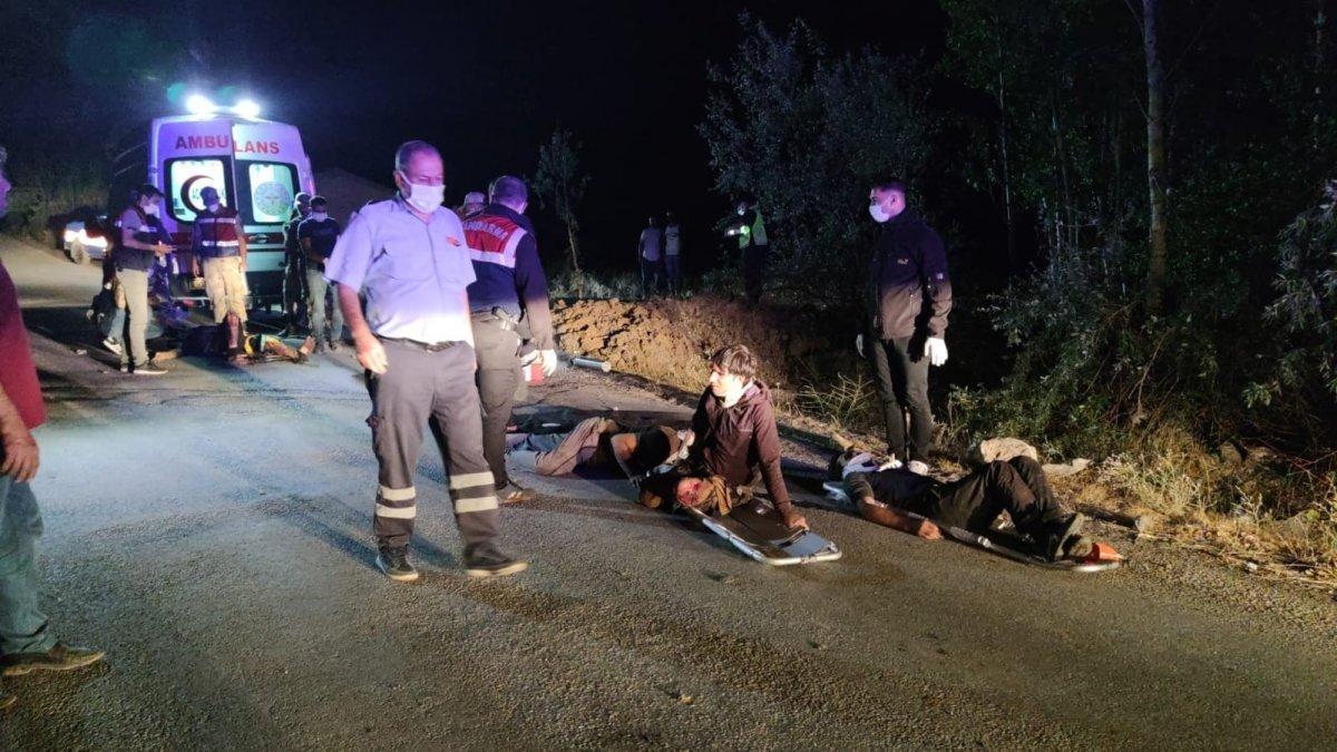 Van'ın Muradiye İlçesi'nde kaçak mülteci taşıyan minibüsün kaza yapması sonucu çok sayıda yaralı ve ölü olduğu belirtildi.