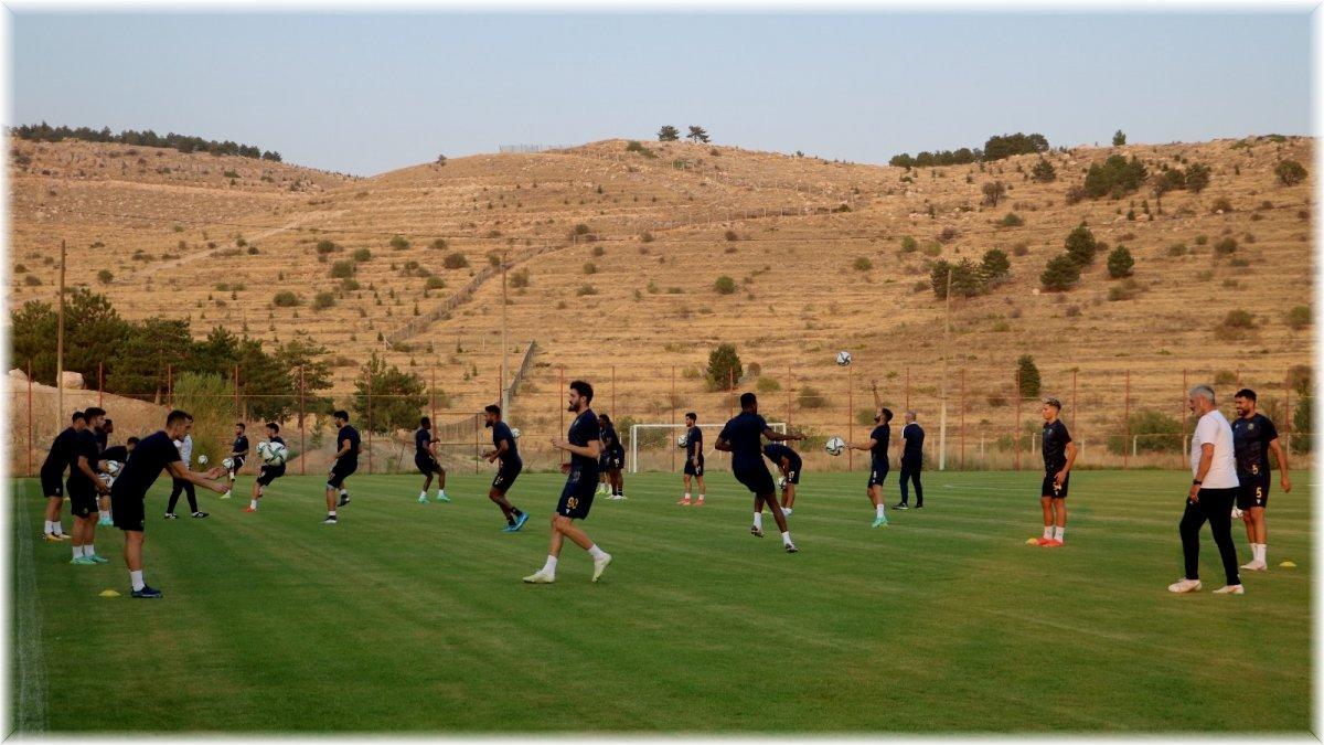 Yeni Malatyaspor'da 7 futbolcu kiralık gönderildi