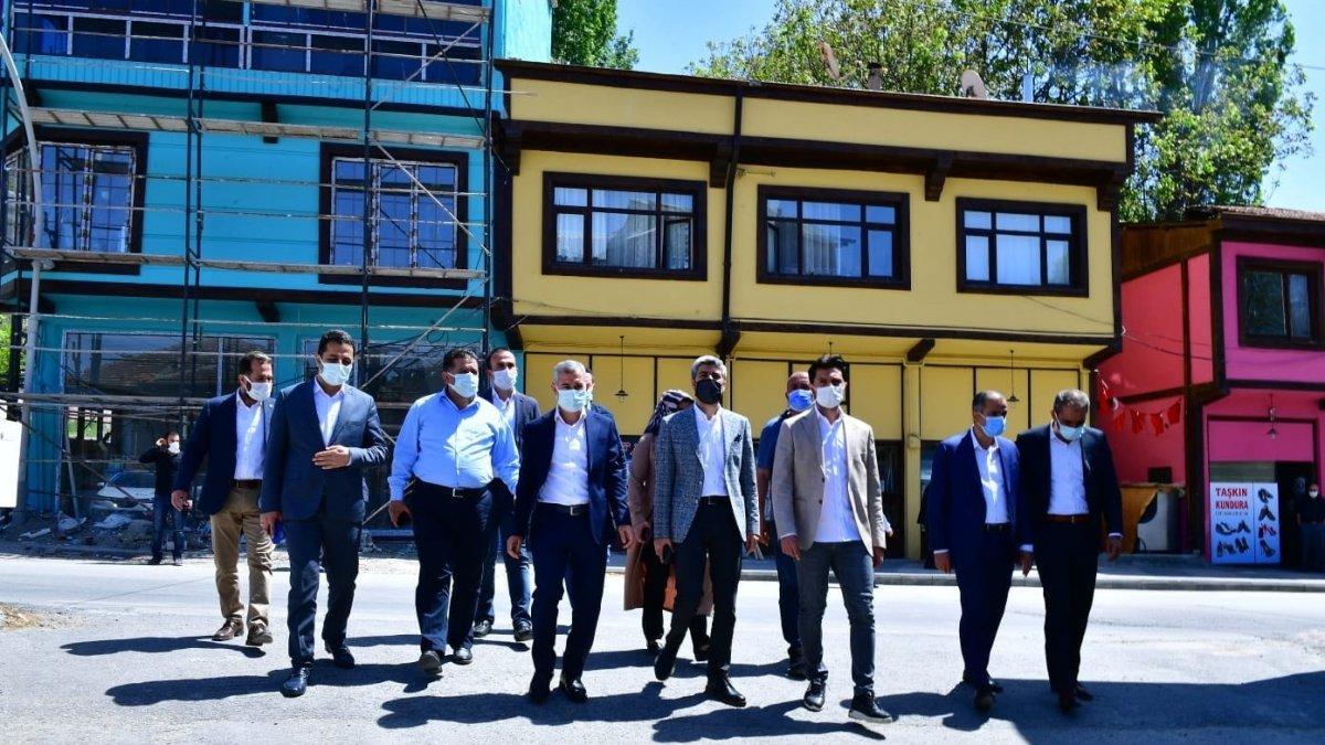 Yeşilyurt'ta estetiği bozan 126 binaya restore edildi