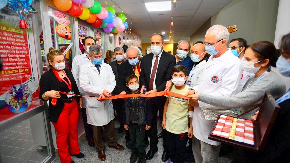 """YYÜ'de """"Minik Hayaller Çocuk Mağazası"""" açıldı"""