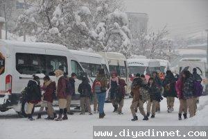 Yüksekova'da eğitime kar engeli okullar tatil