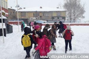 Şemdinli'de eğitime kar engeli okullar tatil
