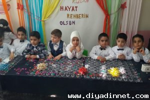 Kur'an-ı Kerim'i okumaya başlayan çocuklar için tören