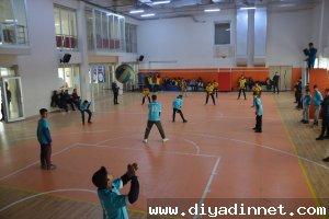 Doğubayazıt'ta okullar arası voleybol turnuvası