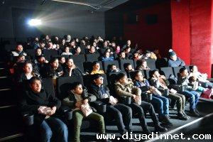 Yetim çocuklara sinema sürprizi