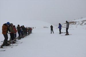 """""""Okul her yerdedir"""" deyip derslerini kayak merkezinde işliyorlar"""