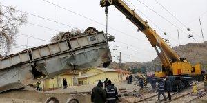 Maden yüklü vagonların gardaki vagonlara çarpması