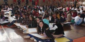 Diyadin'de öğrenciler düş şenliğiyle doyasıya eğlendi