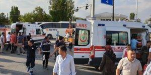 Ağrı'da ambulansla taksi çarpıştı: 7 yaralı