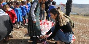 Bursa'dan Ağrı'daki köy çocuklarını ısıtan yardım