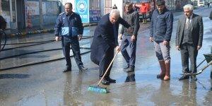 Eleşkirt'te cadde ve sokaklarda temizlik çalışması