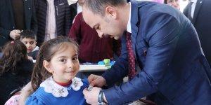 Ağrı'da köy okuluna kütüphane açıldı