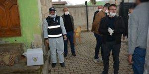 Bitlis'te karantina uygulanan belde sakinlere yardım