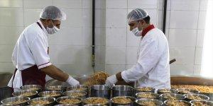 Ağrı Valiliği Vefa Sosyal Destek Grubu 893 vatandaşa sıcak yemek ulaştırdı