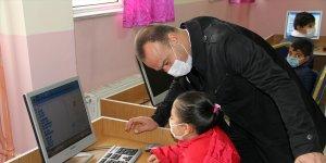 Elektronik atık malzemeler öğrencilere bilgisayar olarak geri döndü